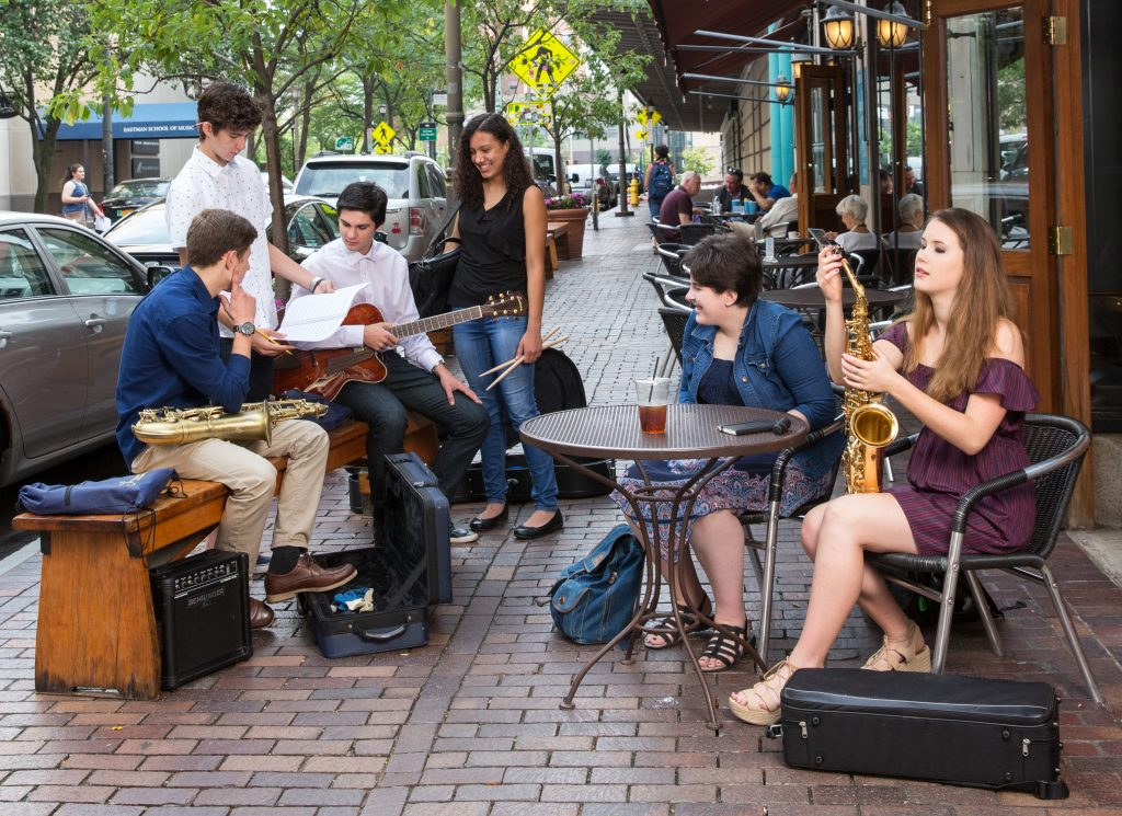 music students at cafe